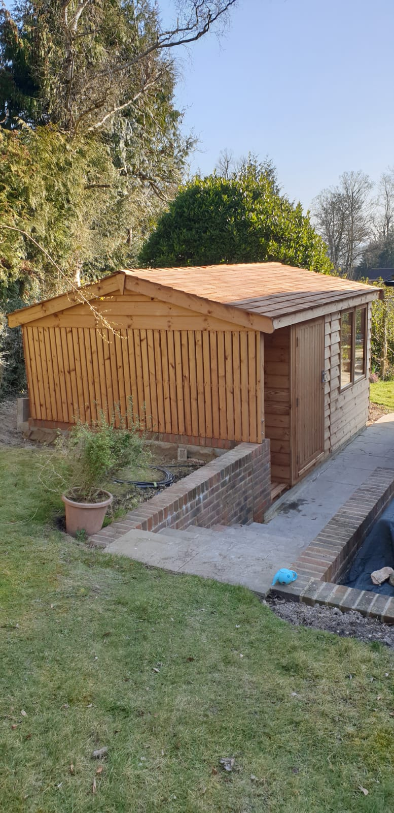 "<p id=""boldtitle"">Bespoke Workshop with Logstore</p>Combined Workshop with Logstore.<br/>Cedar Shingle Roof.<br/>To fit into customers space."