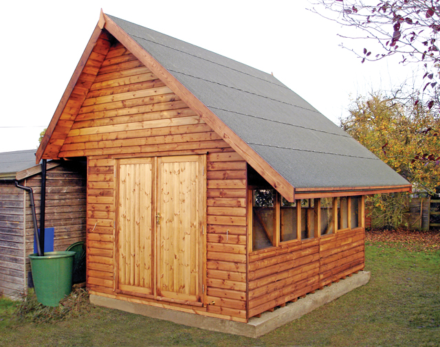 "<p id=""boldtitle"">Bespoke Garden Store</p>14' x 9' (4270mm x 2745mm) with steep pitch gable designed to fix solar panels at optimum angle for maximum output.<br/>"