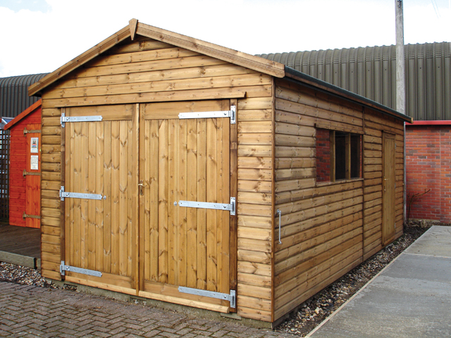 "<p id=""boldtitle"">Gable Garage </p>20' x 10' (6100mm x 3050mm) gable garage in T&G shiplap.  Shown with optional personal door.<br/>"