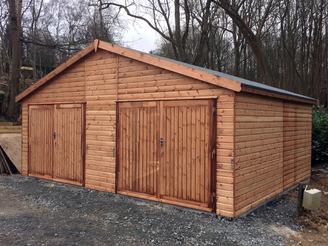 "<p id=""boldtitle"">Double Garage</p>With 2 x Double Set of Doors.<br/>"