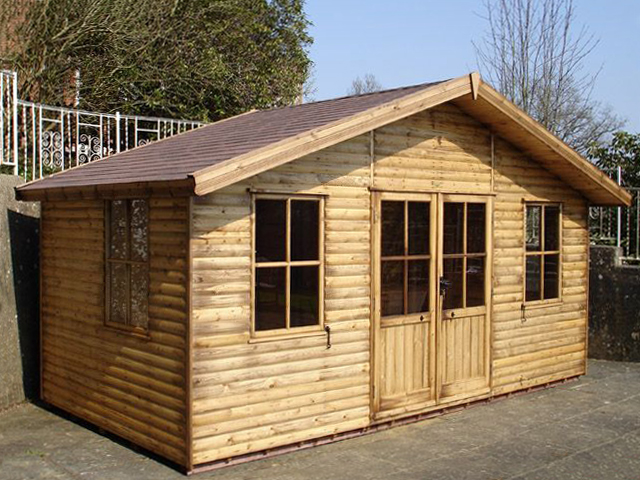 "<p id=""boldtitle"">Jasmin Chalet</p> 8' x 16' (2440mm x 4880mm) Jasmin chalet with optional loglap cladding, double doors, extra side window and brown felt roof tiles.<br/>"