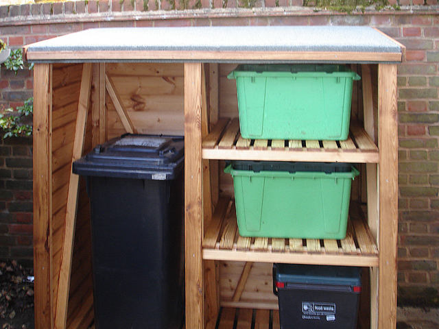 "<p id=""boldtitle"">Recycling Unit</p>5' x 2'6"" (1525mm x 762mm) in standard T&G shiplap cladding.<br/>"